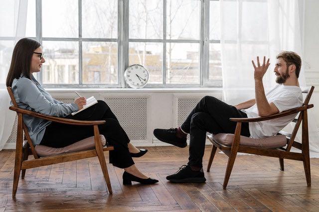 Psikoterapi sohbet değildir
